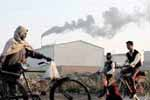 An industrial factory releasing polluting smoke in Ghaziabad, Uttar Pradesh on 8th December 2009. (Photo : Sanjay Rawat)