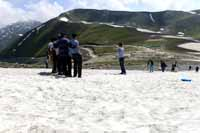 Tourists at Sinthan Top, Anantnag district, Jammu and Kashmir, India on 29th June 2013. (Photo: Sanjay Rawat/Outlook).
